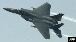 Ամերիկյան ռազմական F-15 օդանավը թռիչքի ժամանակ, արխիվ