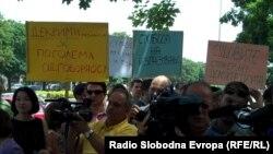 Архивска фотографија - Новинарите протестираа пред Основниот суд во Скопје.