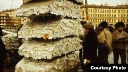 """Обменный """"толчок"""" на Сенной площади в Ленинграде"""