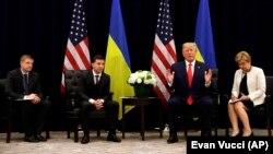 Президент України Володимир Зеленський (другий ліворуч) та президент США Дональд Трамп під час зустрічі в Нью-Йорку, 25 вересня 2019 року