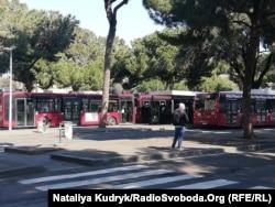 Автобусна зупинка біля залізничного вокзалу Терміні, Рим, Італія. 11 квітня 2020 року