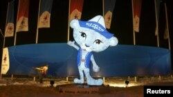 Символ зимней Азиады, проведенной в Алматы и Астане. Алматы, 27 января 2011 года.