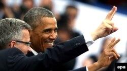Polşanyň prezidenti B.Komorowski (ç) we ABŞ-nyň prezidenti B. Obama, 4-nji iýun. 2014.