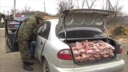 Поліцейські перекрили товарне сполучення: затримали контрабандні сосиски (відео)
