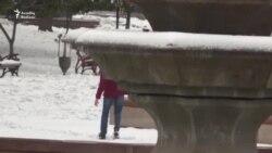 Bakı qarında sürüşüb yıxılanlar- [video]