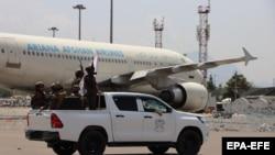 Ҳоло назорати фурудгоҳи Кобул ба дасти нерӯҳои Толибон аст. 31-уми августи 2021