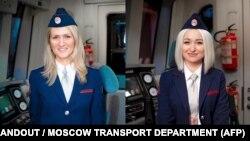 Две от дванайсетте жени, които вече могат да управляват влакове в московското метро.