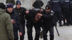 Труханова відпустили під заставу. За дверима чекали «люди в чорному» (відео)