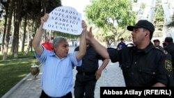Arxiv foto: Müxalifət fəallarının Bakıda keçirdikləri etiraz aksiyalarından biri.