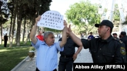 Müxalifətin keçirdiyi etiraz aksiyasından görüntü. 19 iyun 2011