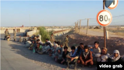 Афганские солдаты и ополченцы, бежавшие в Таджикистан после боев с талибами.
