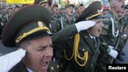 Militari transnistreni la parada din Tiraspol, 2 septembrie 2012.