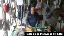 Милан Белев 89-годишен опинчар, најстар занаетчија во Охрид.