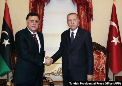 Глава ПНС Фаиз Сарадж (слева) в Анкаре в гостях у президента Турции Реджепа Эрдогана. 15 декабря 2019 года