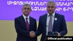 Armenia - President Serzh Sarkisian (L) awards a state medal to Russian-Armenian businessman Samvel Karapetian, Yerevan, 26Sep2015.
