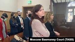 Портпаролката на рускиот опозициски политичар Алексеј Навални, Кира Јармиш во судот во Москва