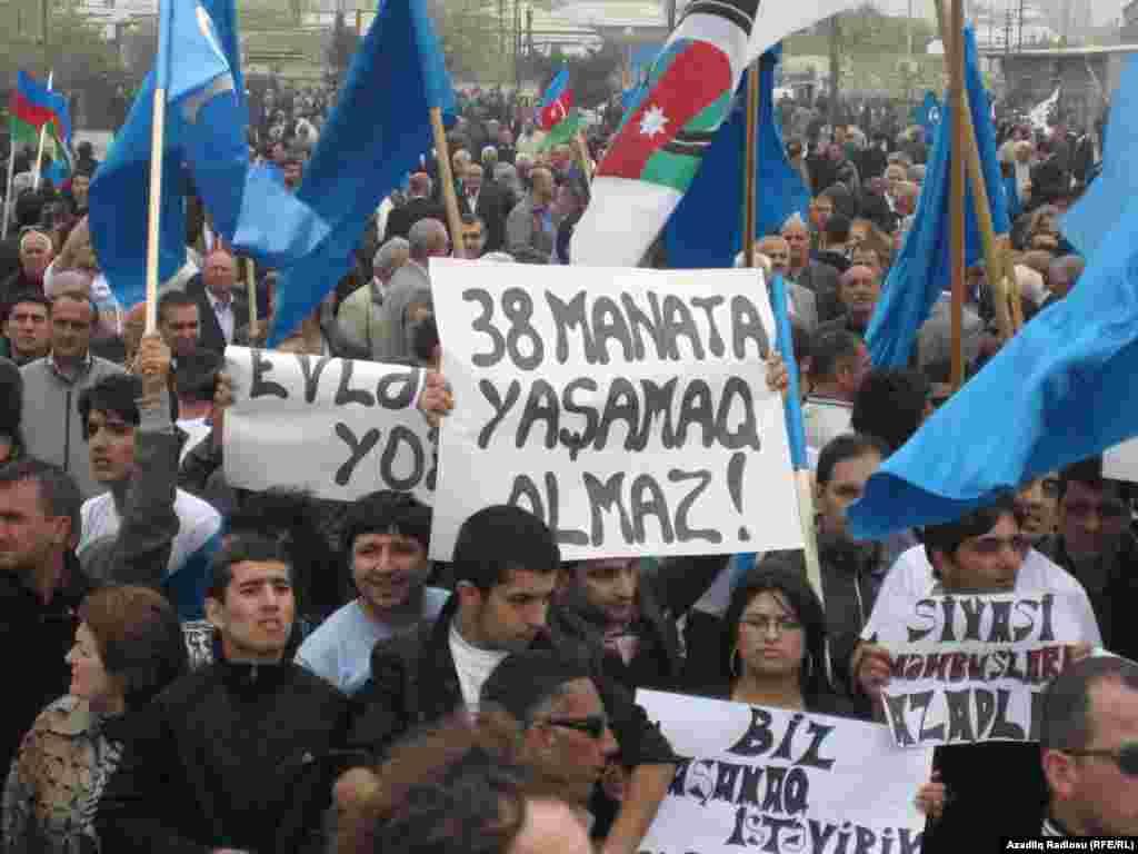 Azerbaijan. Baku. Opposition Public Chamber's protest action in Baku. 22 April