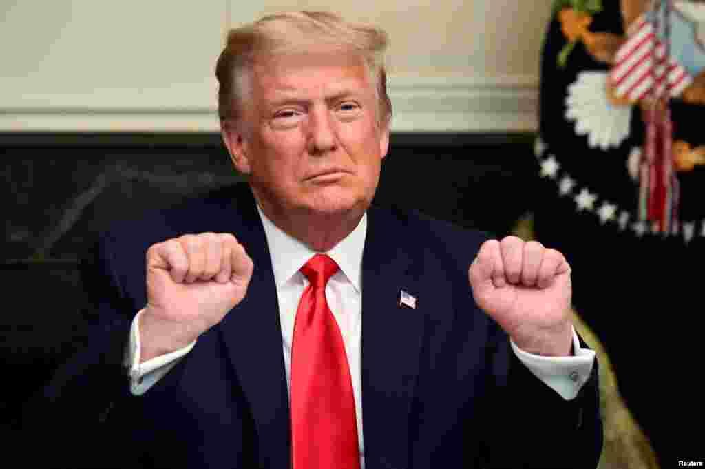 САД - Научниот советник на претседателот Доналд Трамп, д-р Скот Атлас, кој беше скептичен во однос на мерките за контрола на ширењето на коронавирусот, го напушта своето место во Белата куќа.