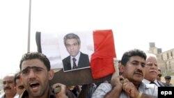 تشييع الكاتب كامل شياع في بغداد الذي اغتيل في آب 2008