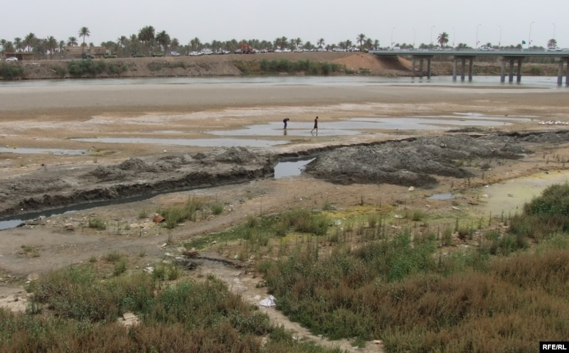 Euphrates River Drying Up Iraq Grapples With Wat...
