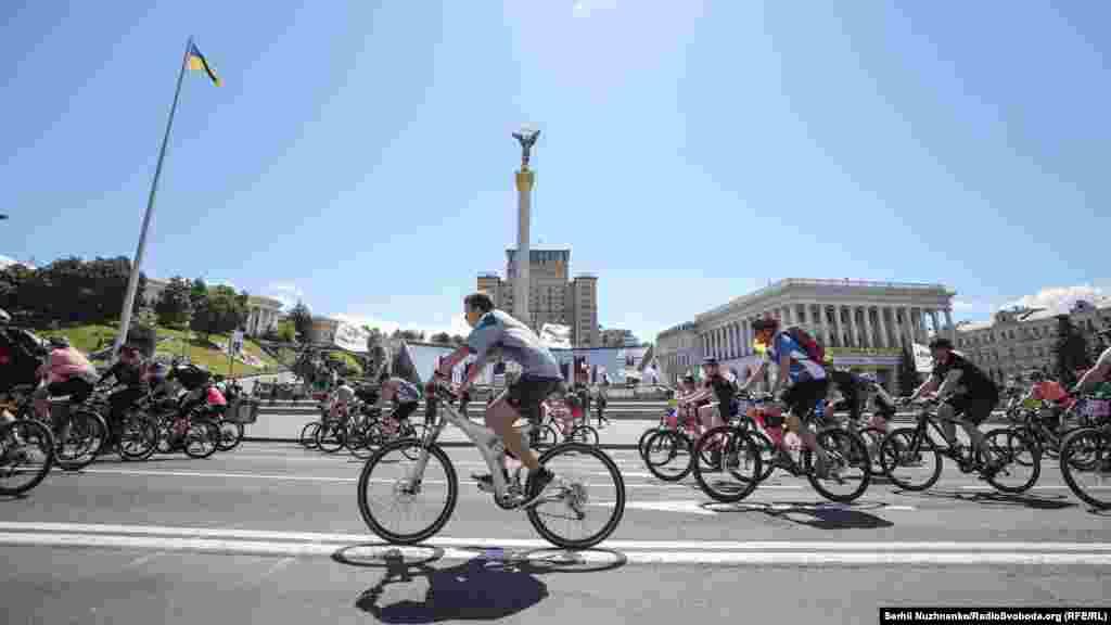 Проїхавши центральними вулицями міста, велоактивісти фінішували на Трухановому острові у парку «Муромець», де згодом розпочався велофестиваль