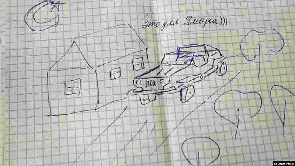 Отдельный раздел рисунков – это рисунки детям. Их заключенные вкладывают в письма. Например, это нарисованные машинки для сыновей от фигуранта первого симферопольского «дела Хизб ут-Тахрир» Теймура Абдуллаева– для Умара
