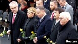 От дясно на ляво президентите на Германия, Словакия, Полша, Чехия и Унгария на възпоменателното честване за 30-годишнината от падането на Берлинската стена