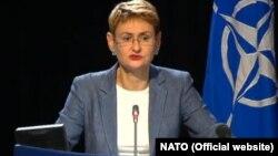 Оана Лунгеску, НАТО баспасөз хатшысы.