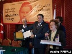 Айрат Сибагатуллинга Гаяз Исхакый архивы тапшырыла