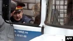 Активистка Geenpeace Сини Саарела из Финляндии направляется на заседание суда в Мурманске, 2 октября 2013 года.