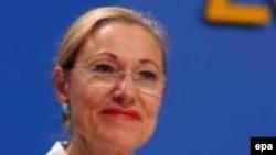 Avropa Birliyinin komissarı Benita Ferrero Valdner region liderlərini «qızışdırıcı nitqlərinə» görə qınayıb