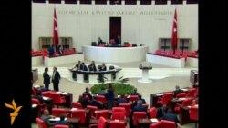 Турскиот парламент пред укинување на мандатот на пратениците
