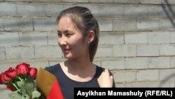 Мольдир Адилова после выхода из спецприёмника для административно арестованных, где она пробыла 15 суток по обвинению в призывах к участию. в несанкционированном митинге. Алматы, 2 июня 2016 года.