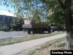 Військова машина окупантів біля зупинки «Центральне селище»
