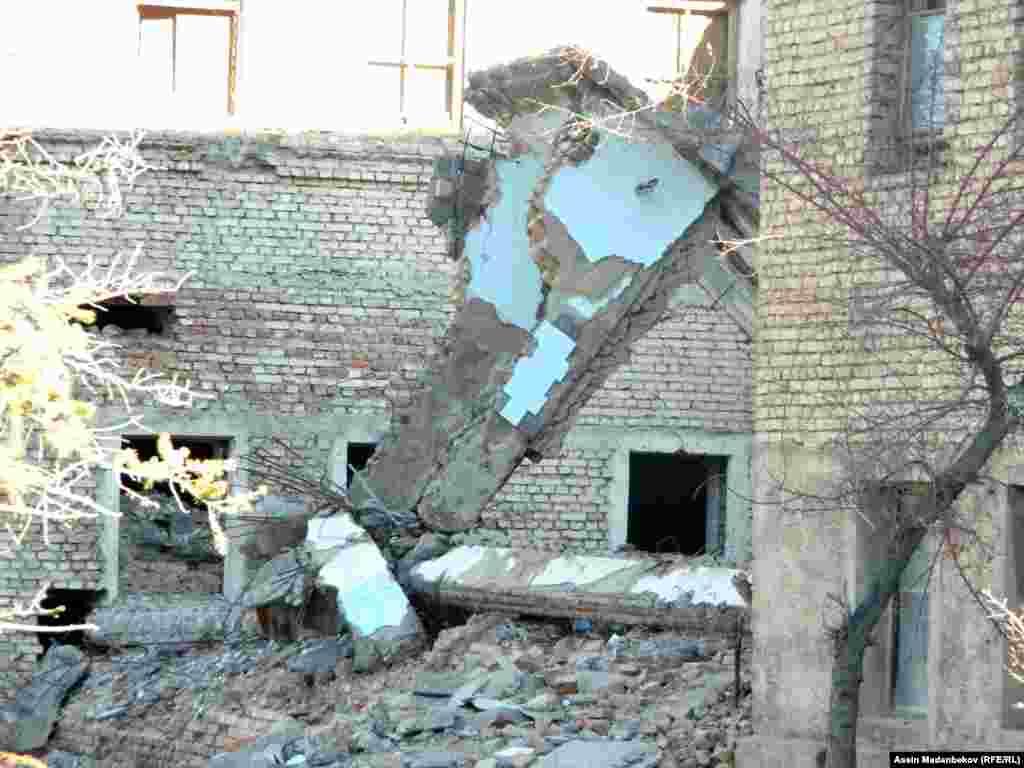 Кажы-Сай электр-техникалык заводу 1947-жылы уюшулган.