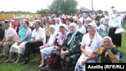 Иске Казан авылының 100 еллык бәйрәмендә (архив фотосы)