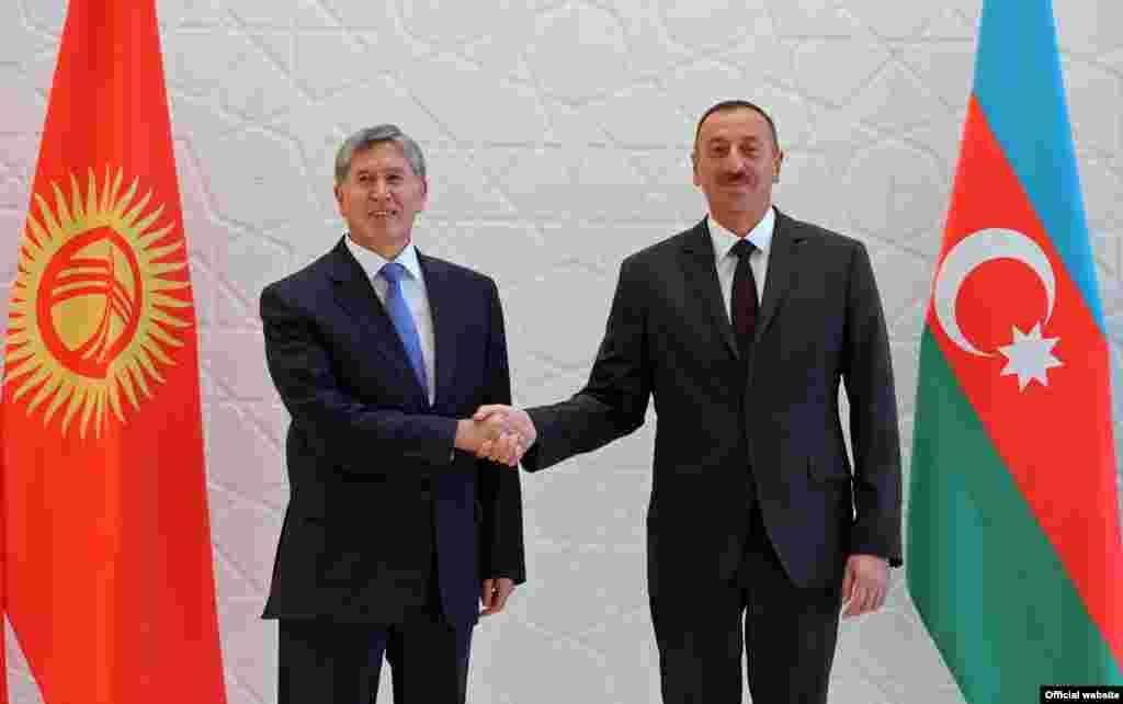Встреча Алмазбека Атамбаева с президентом Азербайджана Ильхамом Алиевым. 15 августа 2013 года