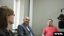Tamara Carauș, Victor Stepaniuc, Igor Cașu în studioul Europei Libere