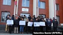 Protest la Judecătoria Chişinău, sediul Botanica
