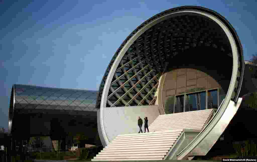 Пабудова канцэртнай залі ў Тбілісі.