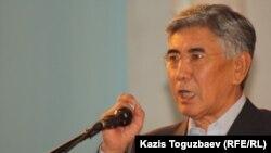 Сопредседатель Общенациональной социал-демократической партии Жармахан Туякбай. Алматы, 26 ноября 2011 года.