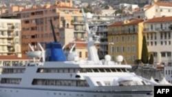 کشتی« نسیم اقیانوس» در بندر نیس فرانسه لنگر انداخته است.( عکس: AFP)