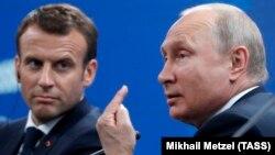 Емманюель Макрон і Володимир Путін вже кілька разів обговорювали справу Олега Сенцова, який з травня голодує в російській в'язниці