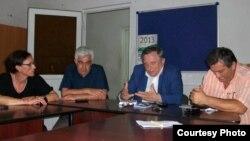 Избиратели шестого округа на встрече с депутатом Артуром Миквабия попросили его инициировать парламентское расследование коррупционного скандала, разразившийся в прошлом месяце в Народном собрании Абхазии