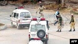 به گفته سخنگوی ارتش پاکستان، تاکنون حدود ۶۰ درصد از مسجد لال پاکسازی شده و عمليات ادامه دارد.