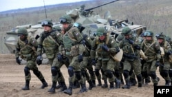 Русия хәрбиләре хәрби күнегүләр уза
