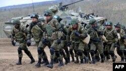 Російські військові беруть участь у навчаннях неподалік чеченського кордону, 19 березня 2015 року