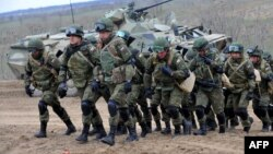 Російські військові беруть участь у навчаннях, 19 березня 2015 року
