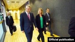 Ilustrim - Presidenti i Kosovës Hashim Thaçi dhe Përfaqësuesja e Lartë e BE-së Federica Mogherini