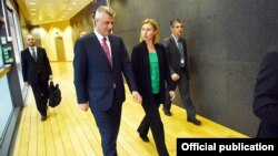 Presidenti i Kosovës, Hashim Thaçi me shefen e BE-së për politkë të Jashtme, Federica Mogherini, foto nga arkivi